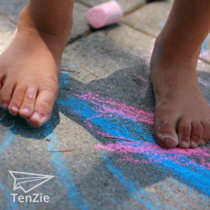 tenzie-winkel-stoep-krijt-15-spelmateriaal-voelen-01